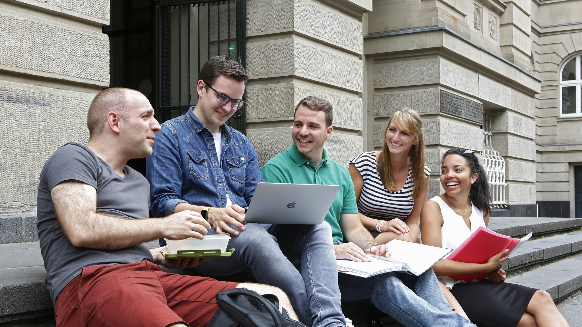 Über den Tellerrand hinaus - Interview mit Bachelor-Absolventin