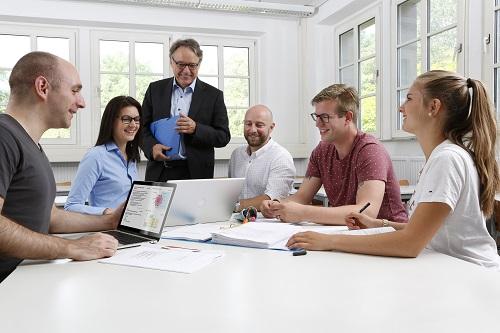 Bachelor-Absolventen: Kompetent und praxiserprobt