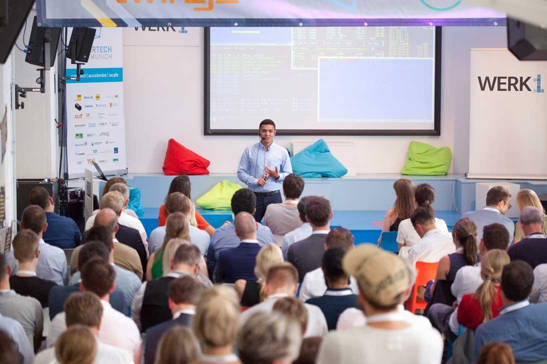 Gemeinsam digitale Kompetenzen stärken: DVA kooperiert mit InsurTech Hub München